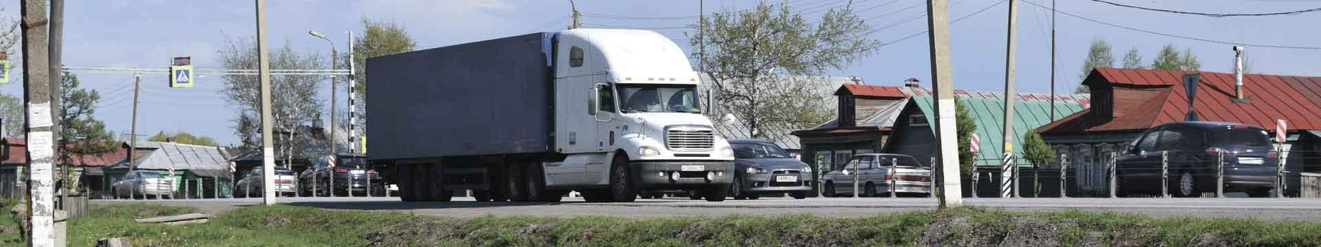 Американский грузовик на трассе